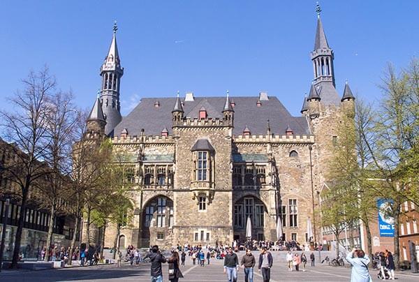 Das Aachener Rathaus im historischen Stadtkern.