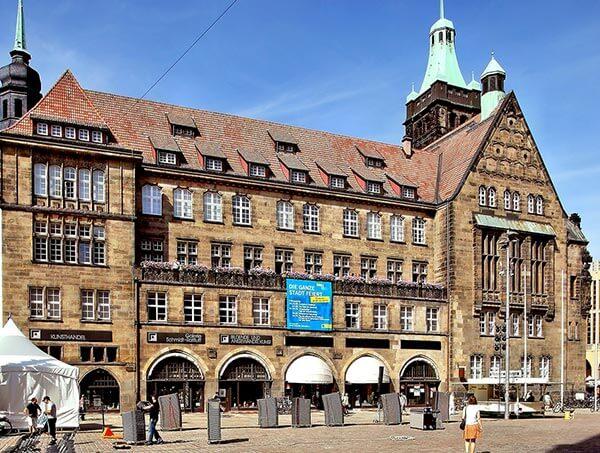 Das Neue Rathaus Chemnitz ist Amtssitz der Oberbürgermeisterin und Hauptsitz der Stadtverwaltung.