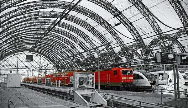 Die Kombination aus Insel- und Kopfbahnhof auf zwei verschiedenen Ebenen macht den Dresdener Hauptbahnhof einzigartig.