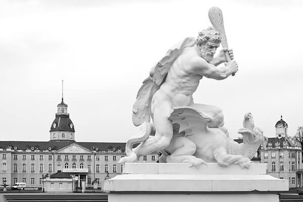 Schloss Karlsruhe: Herkules im Kampf mit dem Drachen, Skulptur von Ignaz Lengelacher