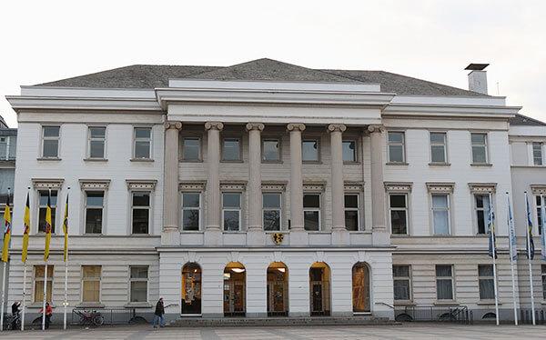Krefelder Rathaus: Das ehemalige Stadtpalais der Seidenweberfamilie Von der Leyen ist Sitz der Stadtverwaltung.