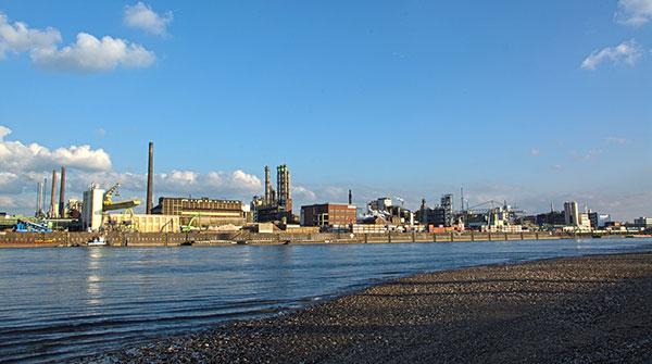 Die Bayer AG ist mit ca. 17.300 Beschäftigten mit Abstand der größte Arbeitgeber in Leverkusen.