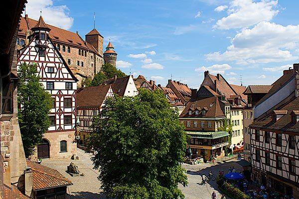 Das Pilatushaus aus dem Jahre 1489 in der Sebalder Altstadt ist eine der über 30 Sehenswürdigkeiten der Historischen Meile in Nürnberg.