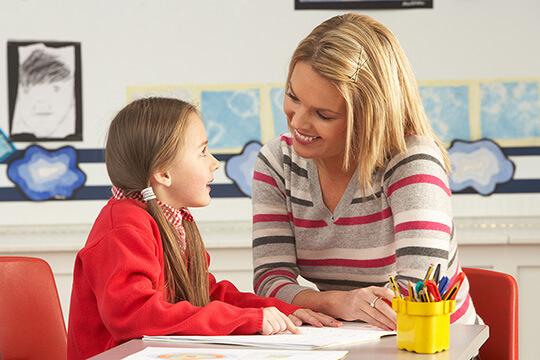 Bild Nebenjob als Nachhilfelehrer – Nachhilfe kann man bereits Grundschulkindern geben. Vor allem für Lehramtsstudenten eigenet sich dieser Nebenjob.