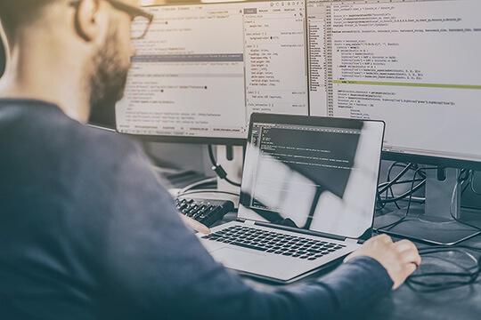 Bild Nebenjob als Website-Tester – Beim Testen von Websites ist es von Vorteil, wenn man die eine oder andere Web-Programmiersprache beherrscht.