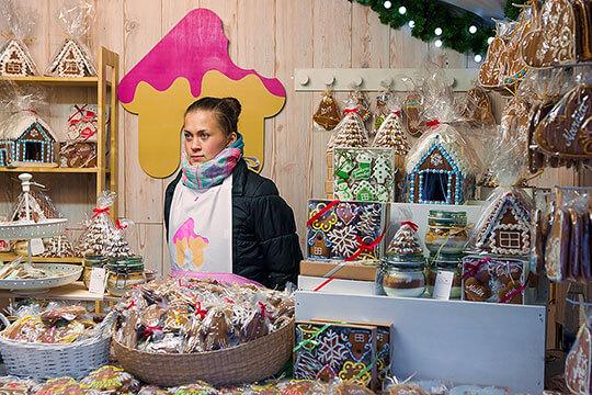 Bild Nebenjob als Verkäufer auf dem Weihnachtsmarkt – Auf jedem Weihnachtsmarkt gibt es viele Stände mit süßen Leckereien.
