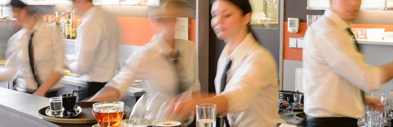 Aushilfsjobs in der Gastronomie sind bei Studenten beliebt