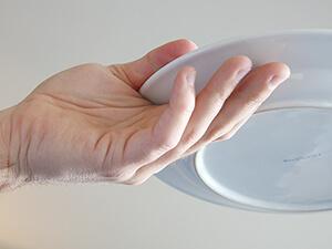 3-Teller-Technik / ein Teller tragen von unten