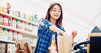 Bild Einpackservice an der Kasse im Einzelhandel